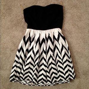 Dresses & Skirts - Strapless mini dress